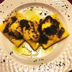 La semplicità è la qualità più apprezzata #ravioli ricotta e spinaci #tartufo nero uncinato ed #olio extravergine di oliva. Buon mercoledì da @urbanitartufi  #TRUFFLEITALIA by truffle.italia