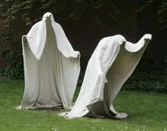 Outdoor Halloween decorations are getting more and more popular each year. Annually, you can find increasingly more of these outdoor Halloween decorat. Cement Art, Concrete Art, Holidays Halloween, Halloween Crafts, Concrete Light, Manualidades Halloween, Deco Originale, Concrete Crafts, Outdoor Halloween