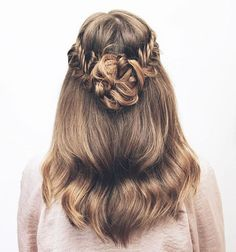 Thicker Hair Introducing hair tutorials for thicker hair! Braids can help complete your look for any style. If you have medium thick hair then this style is perfect for you because your hair is the most easy to… Fishtail Hairstyles, Down Hairstyles, Pretty Hairstyles, Straight Hairstyles, Braided Hairstyles, Casual Hairstyles, Unique Hairstyles, 1950s Hairstyles, Fishtail Braids