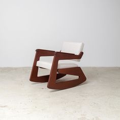 """The Balanço armchair originally designed in 1949 was the only rocking chair ever created by Lina Bo Bardi. The chair can currently be seen @dadocastellobrancoarquietura space @casacormiami exhibition. For more info on the exhibition check out the latest post on the """"NEWS"""" section on our website. Photo: @eliseucavalcante #interiordesign #casacormiami #braziliandesign #instadecor #dadocastellobranco #linabobardi #armchair #rockingchair #designmiami @etelinteriores"""