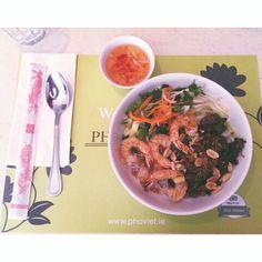 Bún Bò Tôm Nứơng ơi ngon quá #vietfood #nyom #cheatmeal Japchae, Drink, Ethnic Recipes, Food, Meals, Yemek, Drinks, Drinking, Eten