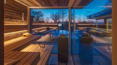 und besuchbar: in Taufkirchen bei München können Sie diese Außensauna entdecken. Und sich in der Ausstellung beraten lassen, um Ihr persönliches Projekt zu realisieren! Mehr Inspirationen im Online-Showroom - reinklicken! Sauna House, Sauna Room, Outdoor Sauna, Indoor Outdoor Living, Hotel In Den Bergen, Portable Sauna, Sauna Design, Steam Sauna, Amazing Architecture