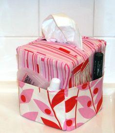 Vastaava tämän huushollin tarpeisiin räätälöitynä - desinfiointiaine, vanulaput, ehkä kynsisakset... ***Sew Easy Tissue Caddy pdf Sewing Pattern. $5.00, via Etsy.