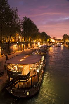 The Seine in Paris at night. Makes me wish I was there right now!!
