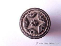 boton civil de estrella de 5 puntas con eje floral puntos en campo entre brazos xvii