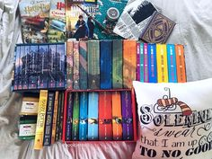 """3,743 Me gusta, 110 comentarios - Crystal (@bookiemoji) en Instagram: """"Yesterday while I had all my books pulled out....(okay maybe they are all still pulled out bc I was…"""""""