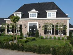 Such a pretty house Rustic Home Design, Dream Home Design, Holland House, Modern Bungalow House, Living Place, Facade House, Scandinavian Home, House Goals, Architecture