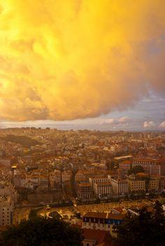 Desde el Castillo de San Jorge se tiene una vista panorámica inigualable de la ciudad de Lisboa. Reserva tu hotel en Lisboa y disfruta de las maravillas de esta ciudad.