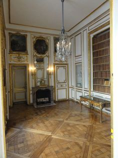 Wood Floor Pattern, Floor Patterns, Georgian Interiors, French Interiors, Palace Of Versailles, French History, French Architecture, Brick And Mortar, Louis Xiv