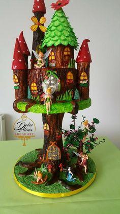 Fairy castle - cake by Dolce Alina Fairy Castle Cake, Fairy House Cake, Fairy Garden Cake, Garden Cakes, Castle Cakes, Fairy Houses, First Communion Cakes, Gravity Cake, Paris Cakes