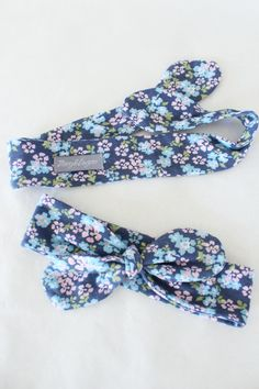 The perfect summer floral knotted headband for little girls, newborns and toddlers looking for hair accessories. @zoeyandlogan - handmade with a soft fabric that stretches comfortably around your babies head and looks absolutely gorgeous on all baby girls. *0-6 months *The headband top knot is adjustable so that you can tighten and loosen as your child's head grows.