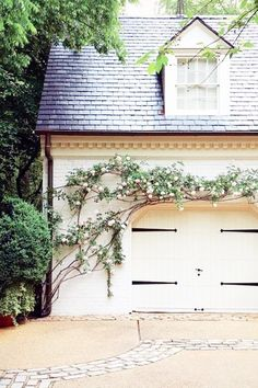carriage house via Atlanta Homes Magazine home-sweet-home Future House, My House, Outdoor Spaces, Outdoor Living, Atlanta Homes, Curb Appeal, My Dream Home, Exterior Design, Beautiful Homes