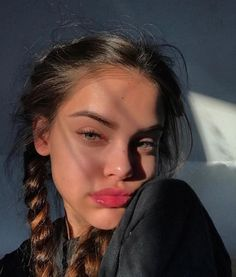 Uploaded by 𝐢𝐬𝐚𝐛𝐞𝐥𝐥𝐞. Find images and videos about girl, photography and hair on We Heart It - the app to get lost in what you love. Selfies Poses, Girls Selfies, Cute Selfie Ideas, Instagram Pose, Friends Instagram, Instagram Makeup, Instagram Girls, Instagram Models, Cute Poses