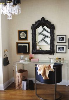 decorology: A chic and stunning Manhattan apartment --> That horse handbag holder gives me life.