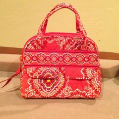 Vera Bradley Mini Makeup Bag Never been used. New condition. Great for travel and holding makeup! Vera Bradley Bags Cosmetic Bags & Cases
