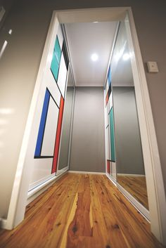 1000 images about mondrian sliding doors and mondrian home inspiration on pinterest mondrian - Mirror opposite front door ...
