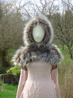 Capuchon fourrure pour femme et fermoir celtique : Autres mode par feefilochee