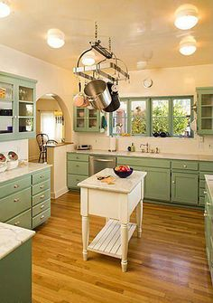 Singer Linda Ronstadt's Pink House For Sale in Arizona - Vintage green kitchen in Linda Ronstadt's home in Tucson Arizona. Click through for more pi - 1920s Kitchen, Kitchen Sale, Retro Kitchen Decor, Kitchen Styling, New Kitchen, Kitchen Design, Kitchen Ideas, Linda Ronstadt, Fresh To Go