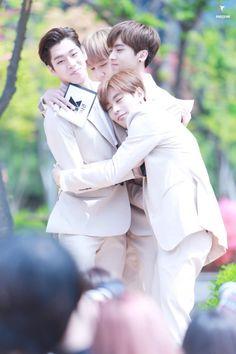 KNK group hug: Youjin Jihun Inseong & Heejun <where's the sweetheart Seungjun tho?>