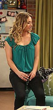 Penny's green blouse on The Big Bang Theory.  Outfit Details: http://wornontv.net/778/ #TheBigBangTheory