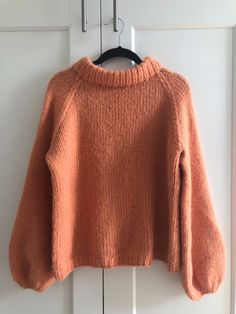 fikside – Strikkeoppskrift: Sunnivagenseren Knitting Yarn, Knitting Patterns, Raglan Pullover, Chunky Knitwear, Casual Winter Outfits, Sweater Weather, Knitting Projects, Knit Crochet, Clothes For Women