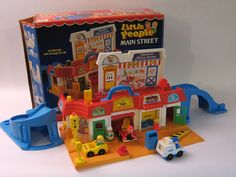 Main Street The 14 Greatest Fisher-Price Little People Playsets Of Your Childhood Jouets Fisher Price, Fisher Price Toys, Vintage Fisher Price, 90s Childhood, Childhood Memories, Playroom Flooring, 80 Cartoons, Photo Vintage, 80s Kids