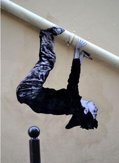 Levalet Paresse Encre de chine sur kraft sur mur et tuyau.