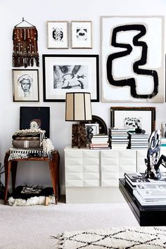 top right art! Photo by Birgitta Wolfgang / Sisters agency for Elle Decor Sweden Decoration Inspiration, Inspiration Wall, Interior Inspiration, Decor Ideas, Boho Chic Interior, Interior Styling, Interior Decorating, Brown Interior, Interior Design Blogs