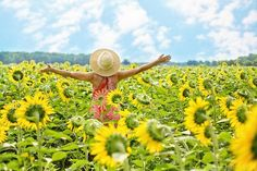 Challenge yourself to improve your wellbeing by expressing your gratitude. Check out these 12 amazing monthly gratitude challenges that are both engaging and fun! Chronic Illness, Chronic Pain, Intuition, Positive Energie, Saint Esprit, Sunflower Fields, Sunflower Oil, Good Habits, Healthy Habits