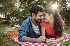 Concepto de picnic y amor Foto gratis