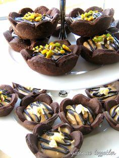 Tarifi yabancı bir siteden aldım ,ilk defa denedim. Birebir aynı malzemeleri kullanmadım,orjinali fıstık ezmesiyle yapılmıştı, ben fındık ... Brownies, Chocolate Desserts, Tasty Dishes, Cake Cookies, Beautiful Cakes, Biscotti, Tart, Cheesecake, Muffin