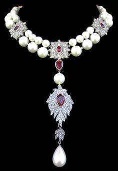 Inspiration for emiko oye's La Reine necklace: Jewelry Prop Shop replica of La Pérégrina Cartier pearl necklace created for Liz Taylor