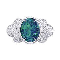 LV - Blossom - Opal -Bague en or, diamants et opale noire de 6,59 cts. White gold ring set with diamonds and a 6.59 cts black opal. Photo : Louis Vuitton