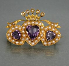 VICTORIAN 9CT GOLD SWEETHEART BROOCH WITH CORONET ABOVE c 1880's