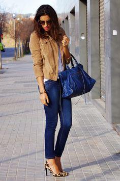 Women's casual style, jeans + leopard pumps