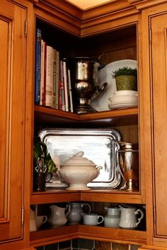 ... WISH I could do this to my corner cabinet. I HATE the corner cabinet