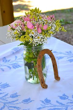 Mason jars, flowers, rusted horseshoe and vintage table cloth make for great inexpensive shabby chic farm party decor. Horse Birthday Parties, Cowgirl Birthday, Cowgirl Party, Farm Birthday, 16th Birthday, Birthday Ideas, Birthday Party Centerpieces, Birthday Party Tables, Barnyard Party