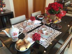 Mesa de Café da Manhã Surpresa com tema flores e frutas - 4 anos de casados