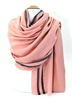 Etole laine rose tissée avec rayures. Etoles 100% laine découvrez + de 100  modèles f894a732059