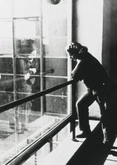 Die Bauhäuslerin Otti Berger im Bauhaus Dessau, September 1932, Gertrud Arndt