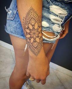 33 Cool Small Wrist Tattoos For Guys – Wrist Designs Mandala Wrist Tattoo, Forearm Flower Tattoo, Tattoos Mandalas, Forearm Tattoos, Hand Tattoos, Sleeve Tattoos, Mandala Art, New Tattoos, Henna Tattoo Designs