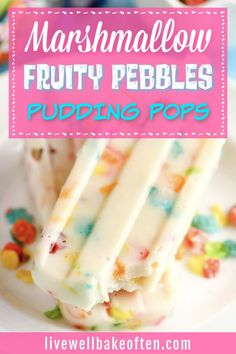 How fun are these marshmallow fruity pebbles pudding pops from Live Well Bake Often? Three ingredient pudding pops filled with marshmallow fruity pebbles! These marshmallow fruity pebbles pudding pops make an easy and delicious treat! Try these perfect summer fun treats today! Homemade Desserts, Easy Desserts, Delicious Desserts, Dessert Recipes, How To Make Marshmallows, Recipes With Marshmallows, Marshmallow Recipes, Rice Crispy Bars, Pudding Pop