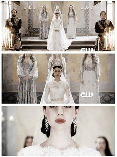 Reign season 2 episode 16 tasting revenge mary queen for Reign mary wedding dress