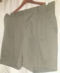 Men's FARAH  Pleated khaki  Shorts Size 38. Olive green  #Farah #KhakisChinos