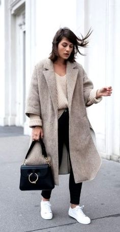 Check out the different outfits of winter fashion 2019 and look stylish, classy, beautiful, elegant and cool along with providing warmness to your body this winter. Winter Fashion Outfits, Fall Winter Outfits, Autumn Winter Fashion, Pull Beige, Pijamas Women, Looks Street Style, Popular Outfits, Mode Inspiration, Mode Outfits