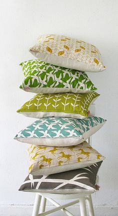 laMinx: New I'm obsessed with decorative pillows in interesting prints.I'm obsessed with decorative pillows in interesting prints. Cushion Covers, Pillow Covers, Bird Pillow, The Design Files, Home And Deco, Home Living, Living Room, Soft Furnishings, Home Textile