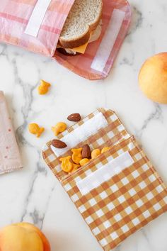 How to Make Reusable Sandwich Bags and Snack Bags - A Beautiful Mess How to Make Reusable Sandwich Bags and Snack Bags - A Beautiful Mess<br> When my daughter entered kindergarten last year, it was my first time packing school lunches. I was excited. Diy Reusable Sandwich Bags, Diy Reusable Bags, Fabric Snack Bags, Diy Snacks, Thanksgiving, Diy Blog, Beautiful Mess, Fabric Crafts, Sewing Projects