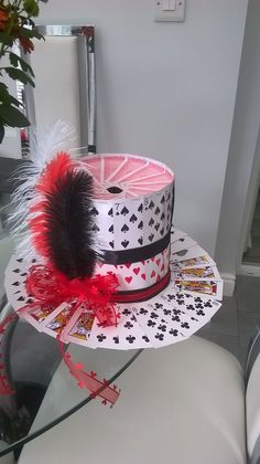 Party top-hat made of playing cards casino night/magic party Casino Party Decorations, Casino Theme Parties, Party Themes, Themed Parties, Magie Party, Hut Party, Playing Card Costume, Lizzie Hearts, Fantasias Halloween