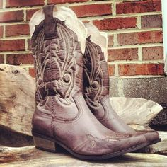 Southern Lullaby Boots.... I want!!!