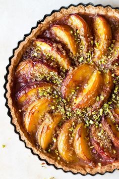 This vegan peach tart is a simple yet impressive summer dessert. It& not difficult to make, it& vegan and can be made gluten-free too. Healthy Vegan Desserts, Vegan Sweets, Healthy Recipes, Vegan Tarts, Vegan Pie, Tart Recipes, Brunch Recipes, Strudel, Patisserie Vegan